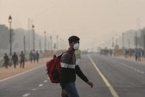 A boy wears pollution mask to protect himself from the pollution as he crosses a road amid heavy smog in the capital, in New Delhi, India, on December 21, 2017.