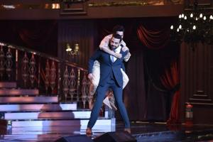 Here's why Varun Dhawan hitched a piggyback ride on Cyrus Sahukar at...