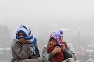 Cold wave continues in J&K, temperature drops to -16 deg C in Kargil