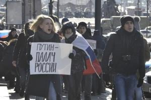 Russian oppn supporters call for election boycott; police break into...