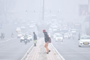 Delhi wakes up to a foggy Monday morning, air quality 'very poor'