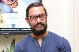Aamir Khan accepts PadMan challenge, poses with sanitary pad