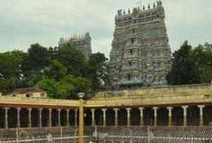 A major fire broke out at shops located under the thousand pillar mandapam inside Madurai 's Meenakshi Amman temple in Tamil Nadu on Friday night.