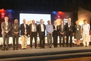 Goa CM Manohar Parrikar with Nobel laureates during the inauguration of the Nobel Prize Series India 2018 at Kala Academy in Panaji. (HT Photo)