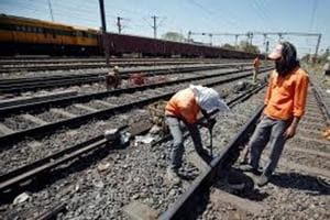 Railways to create database of contract workers, give benefits like...