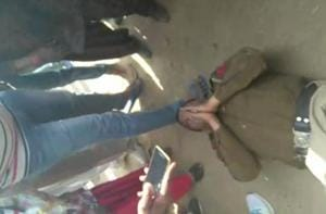 Video: Women thrash drunk Haryana cop with sandals for 'eve-teasing'