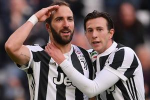 Gonzalo Higuain hits hat-trick as Juventus score seven vs Sassuolo in...