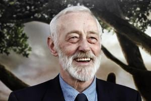 Frasier's cranky dad, John Mahoney dies at 77, tributes pour in on...