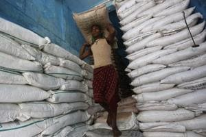 Govt doubles import duty on sugar to 100%, hikes duty on chana to 40%