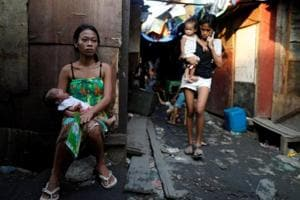 Photos: Night in Philippine slum revives spectre of Duterte's...