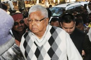 RJD chief Lalu Prasad has decided to retain old loyalists in the national executive without bringing in new faces – a clear indication that he doesn't want to ruffle feathers at a time when there are threats of a split.