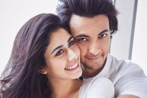 Loveratri: Warina Hussain smiles in Ayush Sharma's arms in first pic...