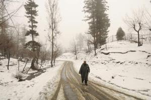 Cold wave lashes Kashmir Valley, Ladakh region