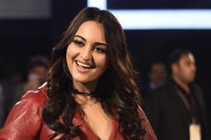 Aww, don't be silly: Sonakshi Sinha responds to Sonam Kapoor's Twitter...