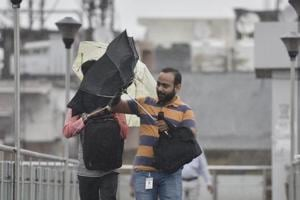 Windy Monday morning in Delhi, Met officials say be prepared for rain
