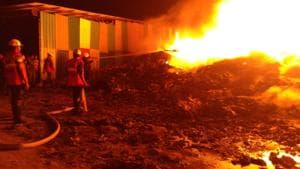 Huge fire burns down plastic godown near Mumbai; no injuries reported
