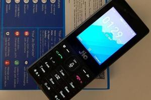 Reliance JioPhone now features Facebook app