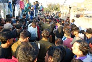 The incident took place in broiad daylight in the Vijay Nagar locality of Modi Nagar.