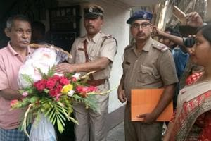 Bengal Police choose Valentine's Day for Gandhigiri, send flowers,...