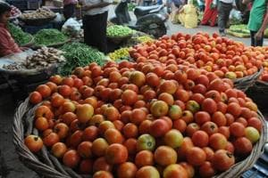 Tomato prices down to Rs 2 per kg in Madhya Pradesh from Rs 30 in...