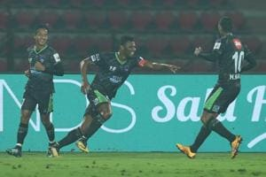 A late strike from Kalu Uche gave Delhi Dynamos FC a solitary goal win...