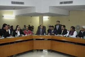 The Noida authority's chief executive officer and chairman Alok Tandon on Thursday held a meeting with representatives of industrialists' groups.
