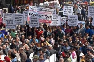 Traders hold mega rally at Chandni Chowk against sealing, will move...