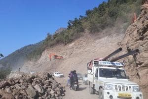 Passengers spend night in Uttarakhand's Champawat as road project...