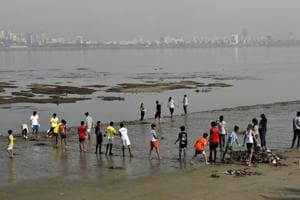 Here's how 15 students got back beauty for their beach in Mumbai