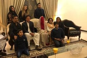Imran Khan marries 'spiritual adviser' Bushra Maneka in Lahore - see...