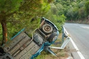 5 college students killed, 26 injured in road accident on...