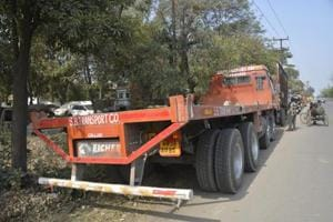 Steel sheet roll from truck crushes woman on NH-24 in Ghaziabad