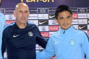 Stephen Constantine, Indian football team coach,  accepts contract...