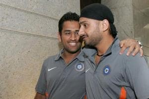 MS Dhoni is street-smart, thinks ahead of the game: Harbhajan Singh