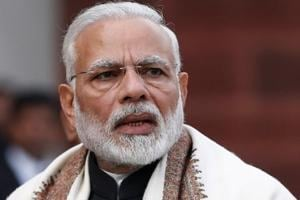 Official's enthusiasm during PM Modi's speech triggers security ...