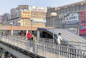 Footbridge in east Delhi spanning the clogged Vikas Marg at Laxmi Nagar Metro station.