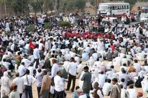 Farmers' Vidhan Sabha march foiled by cops, detained at multiple...