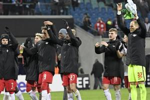 Leipzig knock Napoli out of Europa League; police officer dies in...