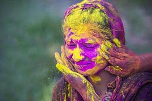 Potted plants to orange gujiyas: 5 colourful gifts to buy this Holi