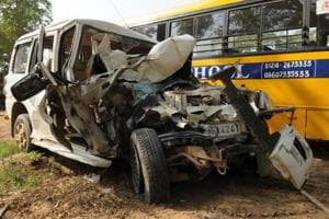 One person killed, 5 injured in Scorpio-school bus collision in...
