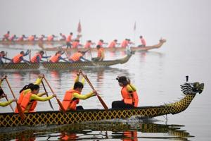 Keeping tradition alive: Hanoi holds first dragon boat race in...
