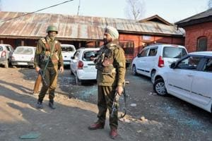 Militants lobbed a grenade at a police station in Tral of south Kashmir's Pulwama district.