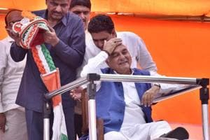 Former Haryana chief minister Bhupinder Singh Hooda at the launch of his an Kranti Yatra at Hodal Anaj Mandi in Palwal district on Sunday. The event drew huge crowds.