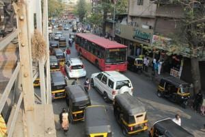 Illegally parked autos, and civic buses have made commuting nightmare on the east side on Thane station.
