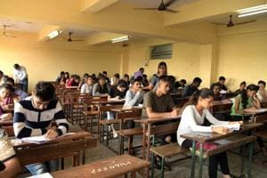The Bihar Police Sub-Ordinate Services Commission (BPSSC) on Monday released the admit cards of candidates for the preliminary examination to recruit police sub inspectors in the state