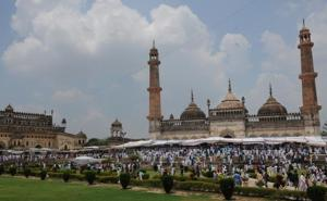 Muslims offer namaz on the occasion of Eid-ul-fitr at Bara Imambara in Lucknow, India.