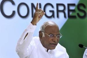 Lokpal meet: Congress leader Mallikarjun Kharge resents 'special...