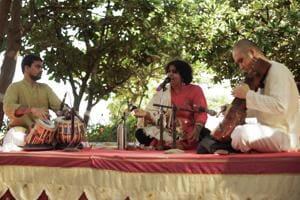 Shruthi Vishwanath sings the Bhakti poems accompanied by Shruteendra Katagade on the tabla and Yuji Nakagawa on the sarangi.