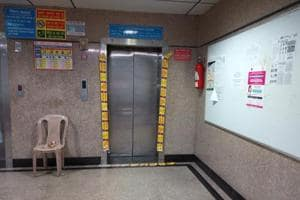Five people were injured after an elevator carrying 20 people to the old private ward at All India Institute of Medical Sciences collapsed on Saturday morning.