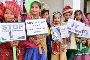 Schoolchildren participate  in an awareness campaign against child marriage  in Bikaner, Rajasthan